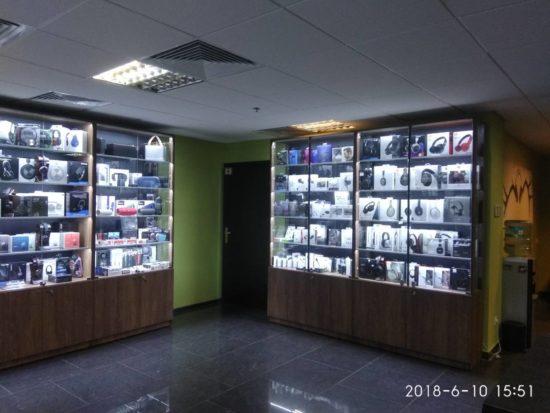 Торговое оборудование магазина наушников Soundmag