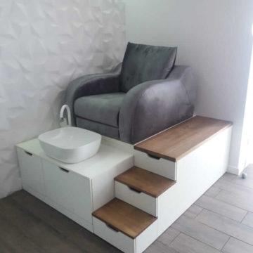 Торговое оборудование (мебель) для салонов красоты