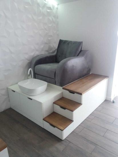 Подиум и кресло для педикюра