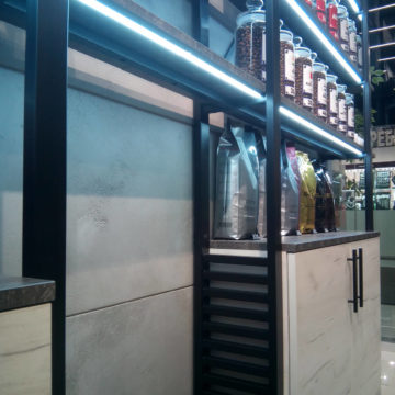 Стеллаж-шкаф для кофейни лофт