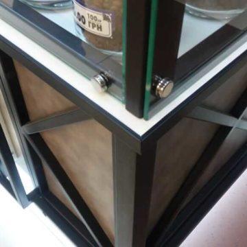 Металлический лофт-декор на кофейне