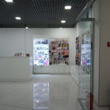 Витрины и экономпанели для магазина мобильных аксессуаров