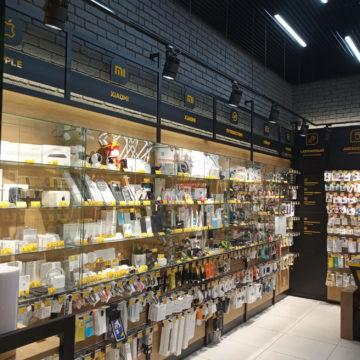 Магазин электроники и гаджетов Touch в Караване. Левая сторона