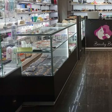 Магазин профессиональной косметики BeautyBoom. Прилавки для косметики