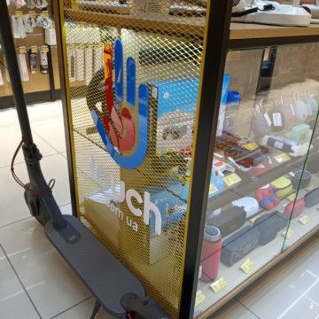 Выставочная стойка для магазина электроники