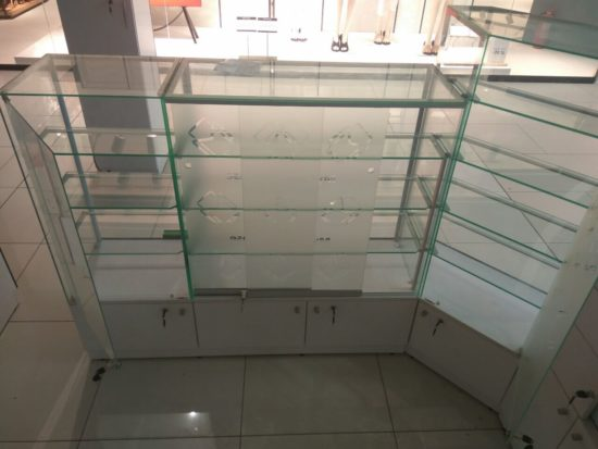 Раздвижная система для стеклянных дверок в торговой мебели