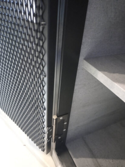 Металлические мебельные двери лофт. Петли в дверках