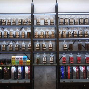 Стеллаж для кофе в кофейню лофт