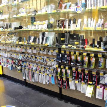 Пристенные витрины в магазин электроники