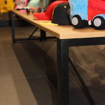Презентационный столик для товара