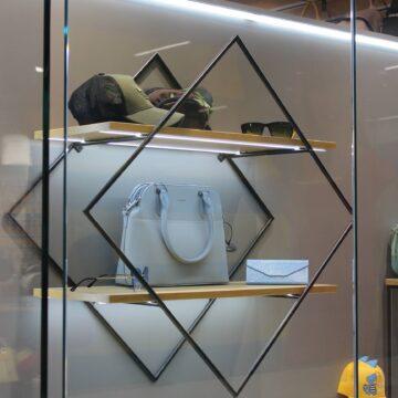 Дизайнерские полки на металлическом каркасе
