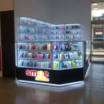 Фото торгового островка мобильных аксессуаров SmileMobile