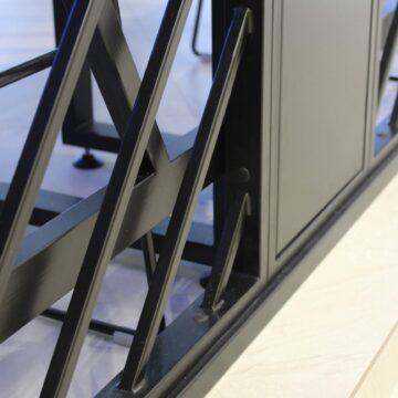 Входная решётка в кофейне Black Appolo-2