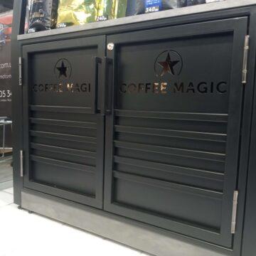 Металлические дверки с вырезанными лого