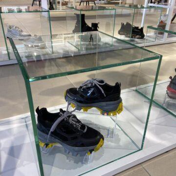 Стеклянный куб на УФ-склейке для обуви и аксессуаров