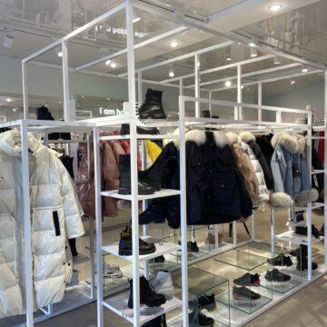 Экспозиционная зона из металла для магазина одежды и обуви