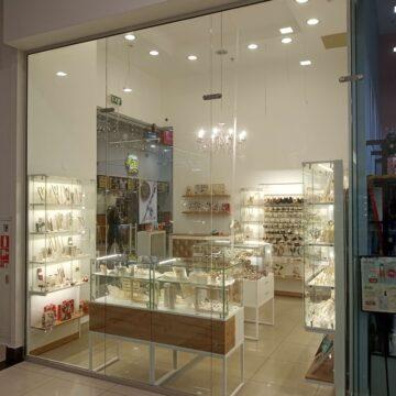 Торговая мебель для магазина бижутерии Elegem