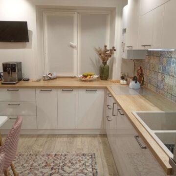 Белая глянцевая кухня из крашеного МДФ
