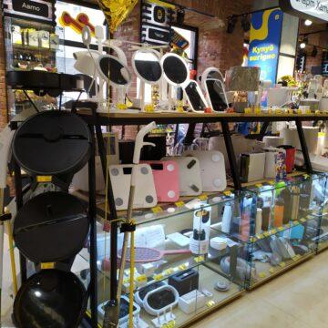 TouchПризма. Дизайн и изготовление торгового оборудования для магазина электроники. Витрина при входе