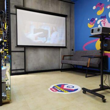 TouchПризма. Дизайн и изготовление торгового оборудования для магазина электроники. Зона проектора