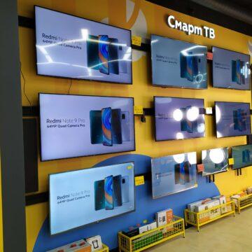 Торгово-выставочная ТВ-стенка в магазине электроники