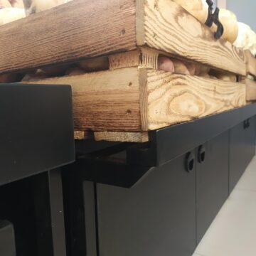 Выдвижной ящик под стеллажом